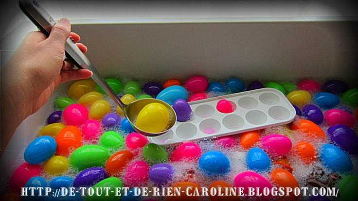 Everything and nothing: Activities for Preschool: water table under the theme of Easter. Egg-cellent!