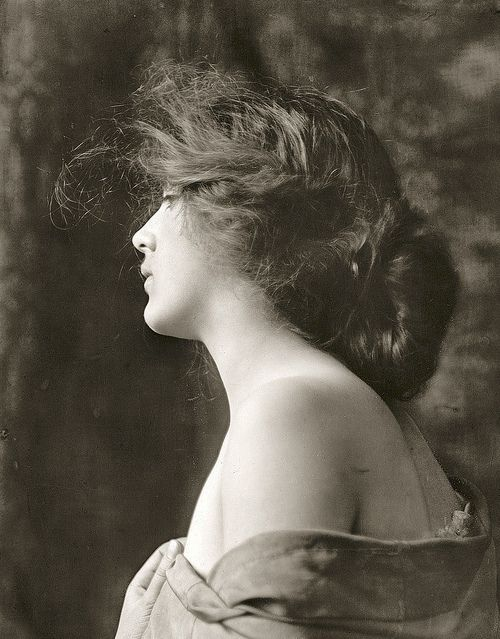 CORRECTION: This is Thisbe (1900), not Evelyn Nesbit. Both very beautiful women. ♥