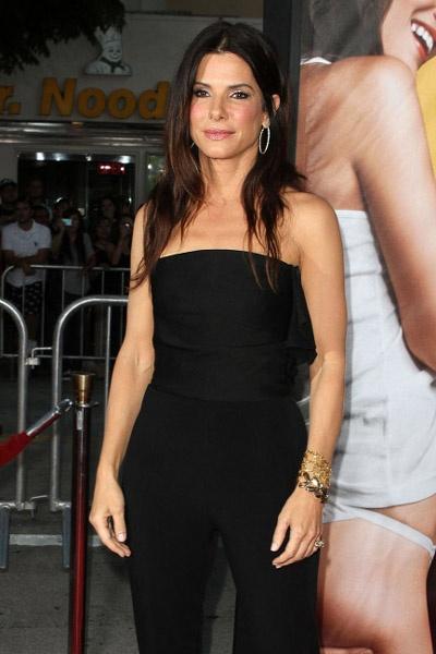 Sandra Bullock surprises Ryan Reynolds at Change Up premiere