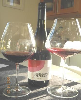 Lysande Pinot Noir och lyxiga vinglas