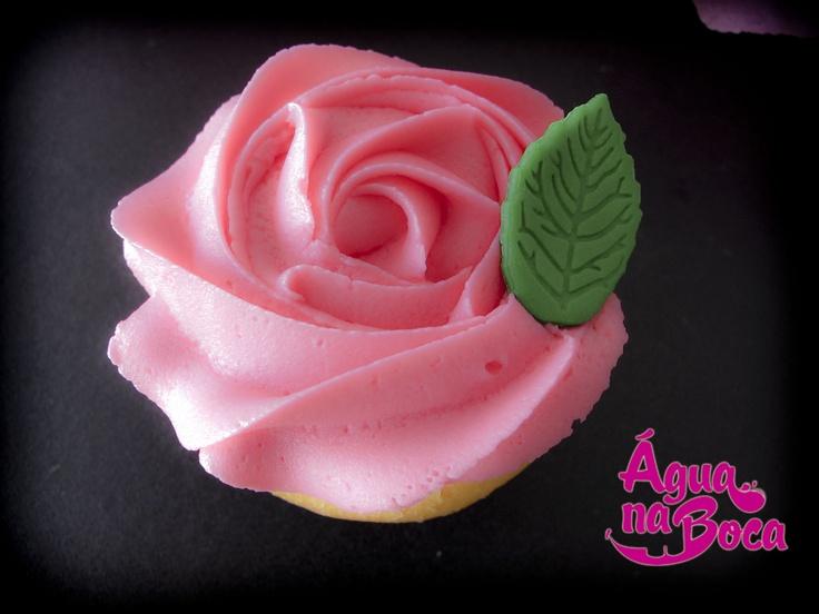 """""""Pretty Rose"""" - Cupcake de Chocolate e Cobertura de Morango"""