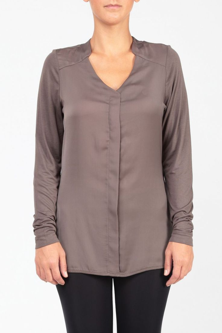 v yaka uzun kollu haki rengi bluz http://www.webshoptr.com/V-YAKA-UZUN-KOLLU-BLUZ,PR-8757.html