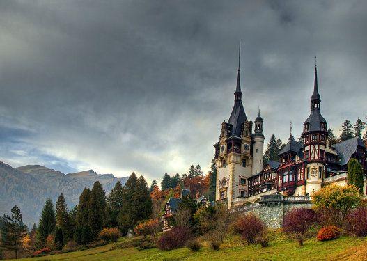 ペレシュ城(ルーマニア) ルーマニア中央部の都市シナイアにあり、国内随一の美しさを誇る。
