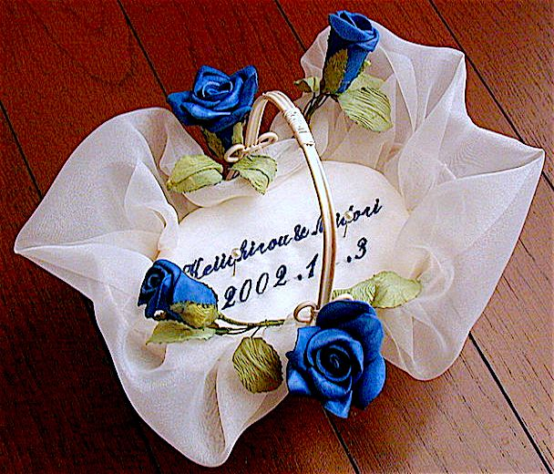 ateliersarah's ring pillow/wire basket with a blue rose