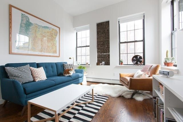Dont Make This Common Small Space Furniture Mistake By Nancy Mitchell When Furnishing A Small Spa Mobilier De Salon Idees Pour La Maison Decoration Interieure