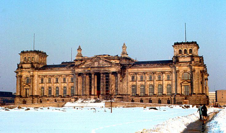 Der unrenovierte Reichstag, 1970 | So sah das Leben in West-Berlin aus, als es von der Mauer
