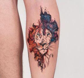 Robson Carvalho  (@robcarvalhoart) on Instagram: Leão na perna do Felipe, que veio especialmente do Rio pra fazer sua primeira tattoo aqui. ❤️ Foi uma honra te receber de tão longe @felipe.costa1 curti muito nosso projeto, te espero mais vezes, valeu ✌️ #watercolor #aquarela #aquarelatattoo #leão #lion #tattoo #tatuagem