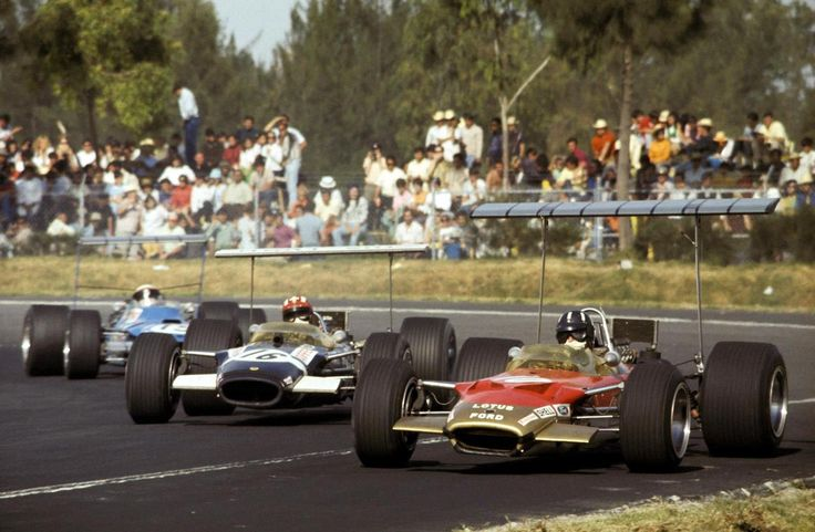 Graham Hill Vainqueur (Lotus Cosworth 49B) suivi par Jo Siffert (Lotus Cosworth ) Rob Walker Racing et Jackie Stewart (Matra Cosworth MS10) - Grand Prix du Mexique 1968 - Formula 1 HIGH RES photos (Old and New) Facebook