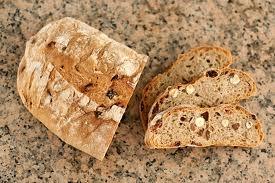 Ahhoz, hogy fogyjunk nem kell lemondani sokak kedvencéről a kenyérről!!! Nyugodtan eheted akár 4 óráig is, egyet kell tenned érte, a fehéret kicseréled teljes kiőrlésűre! Ne felejtsd el!! A fehér kenyér hizlal, nagy feneket, cellulitiszt csinál, iszonyat egészségtelen.. Míg a teljes kiőrlésű kenyérfélék, sokkal jobban laktatnak, nem rakódnak le és még egészséges is!