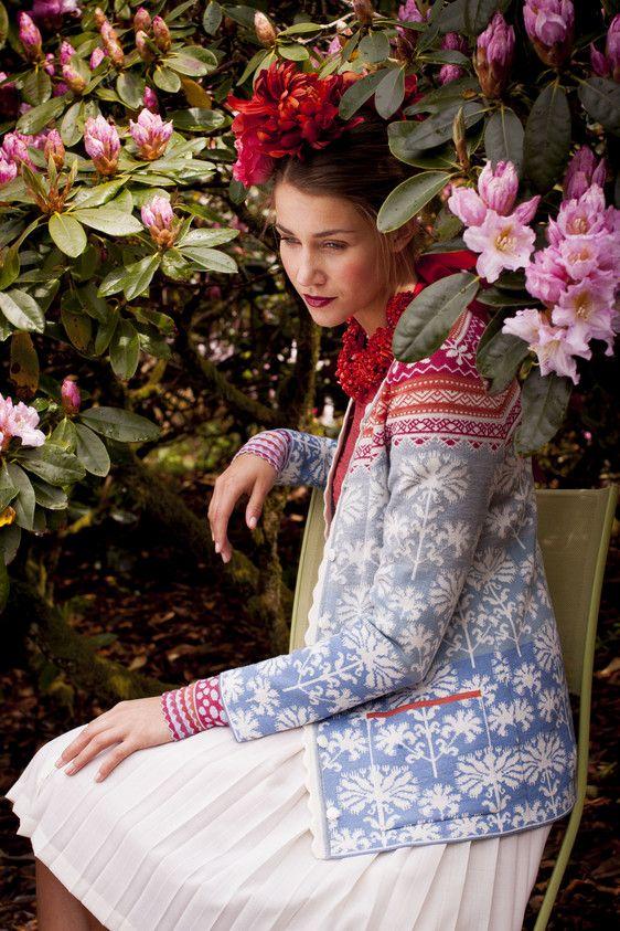 Oleana Norwegian Cardigan Ontwerp 199-Q, Polsbandjes Ontwerp 194-AV, Knit Top Design 138-AV, Oleana Noorse truien, dekens, sjaals