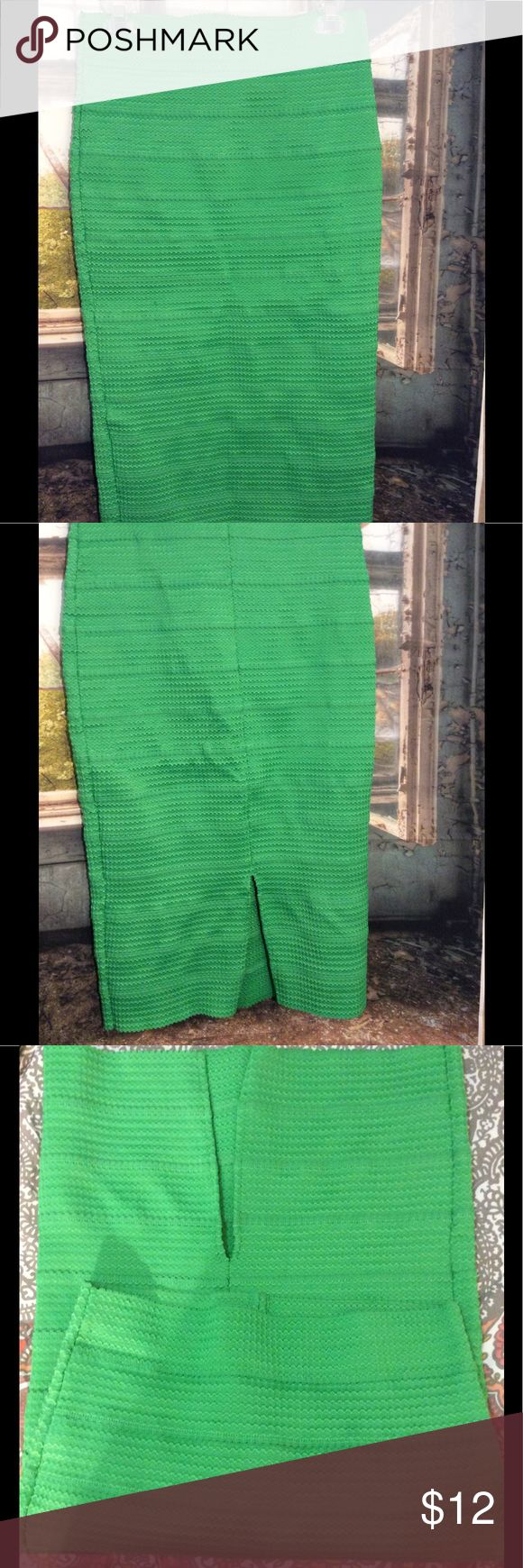 KELLY GREEN PENCIL SKIRT NY & CO New York and company Kelly green pencil skirt. Bandage wrap style lovely bright color great for spring wear to work or to any night on the town or coffee with the ladies. New York & Company Skirts Pencil