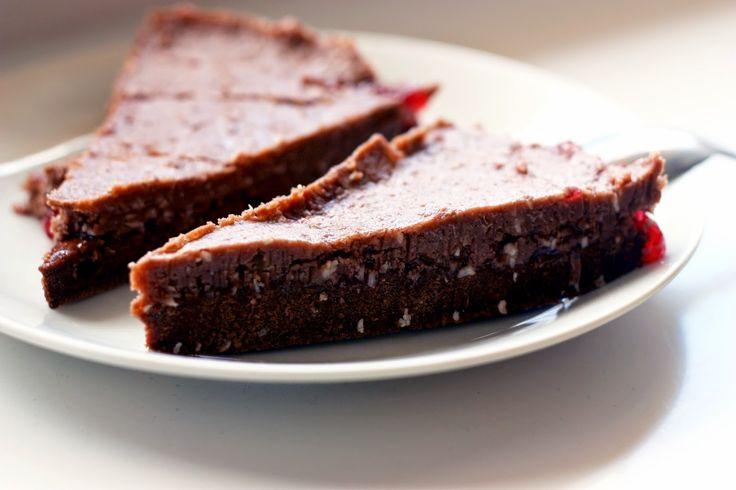 Bezlepkový kakaový dort | Bezlepkové Brno  http://bezlepkovebrno.blogspot.cz/2014/06/bezlepkovy-kakaovy-dort.html