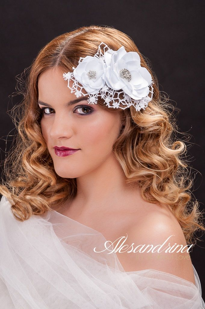 http://www.alesandrina.ro My first bridal accessories collection. Visit my website to see more. Enjoy it!