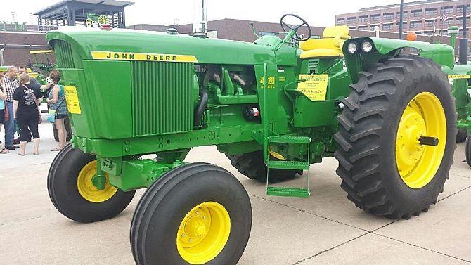 1970 John Deere 4520 presented as lot S123 at Davenport, IA 2015 - image1
