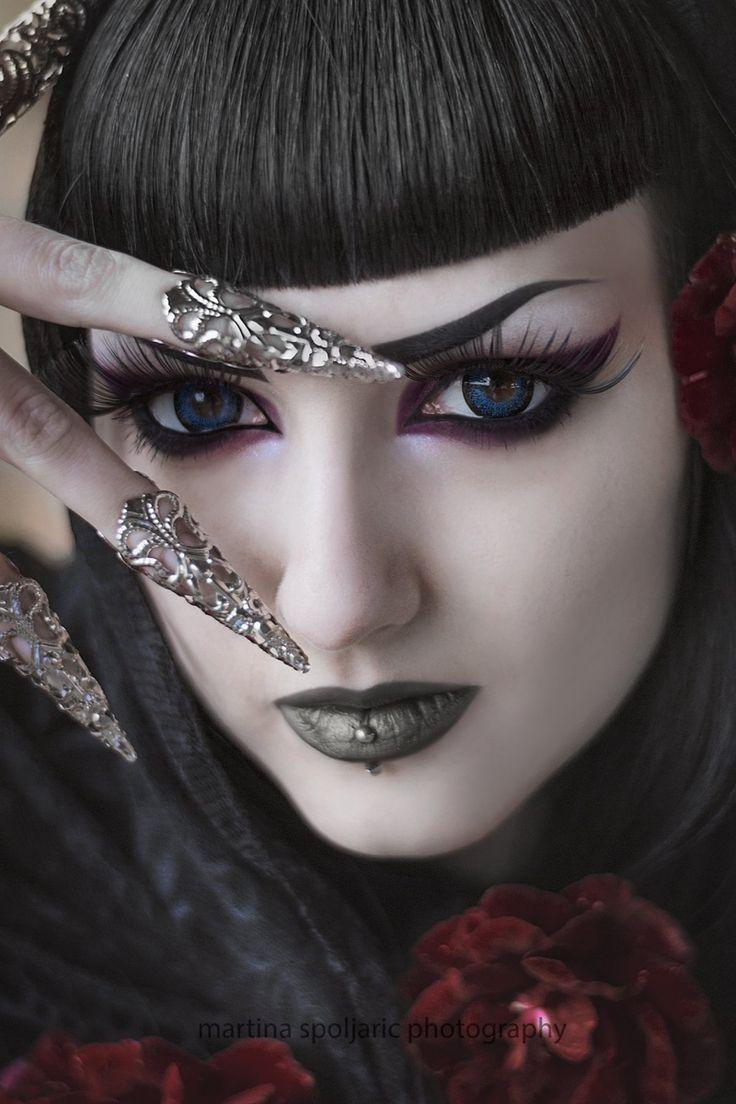 Картинки с глазами готическими