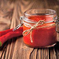 An easy recipe for homemade hot pepper sauce.