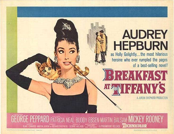 Śniadanie u Tiffany'ego (1961) Breakfast at Tiffany's Śliczna Holly żyjąca na koszt bogatych adoratorów, poznaje nowego sąsiada, który jest pisarzem.
