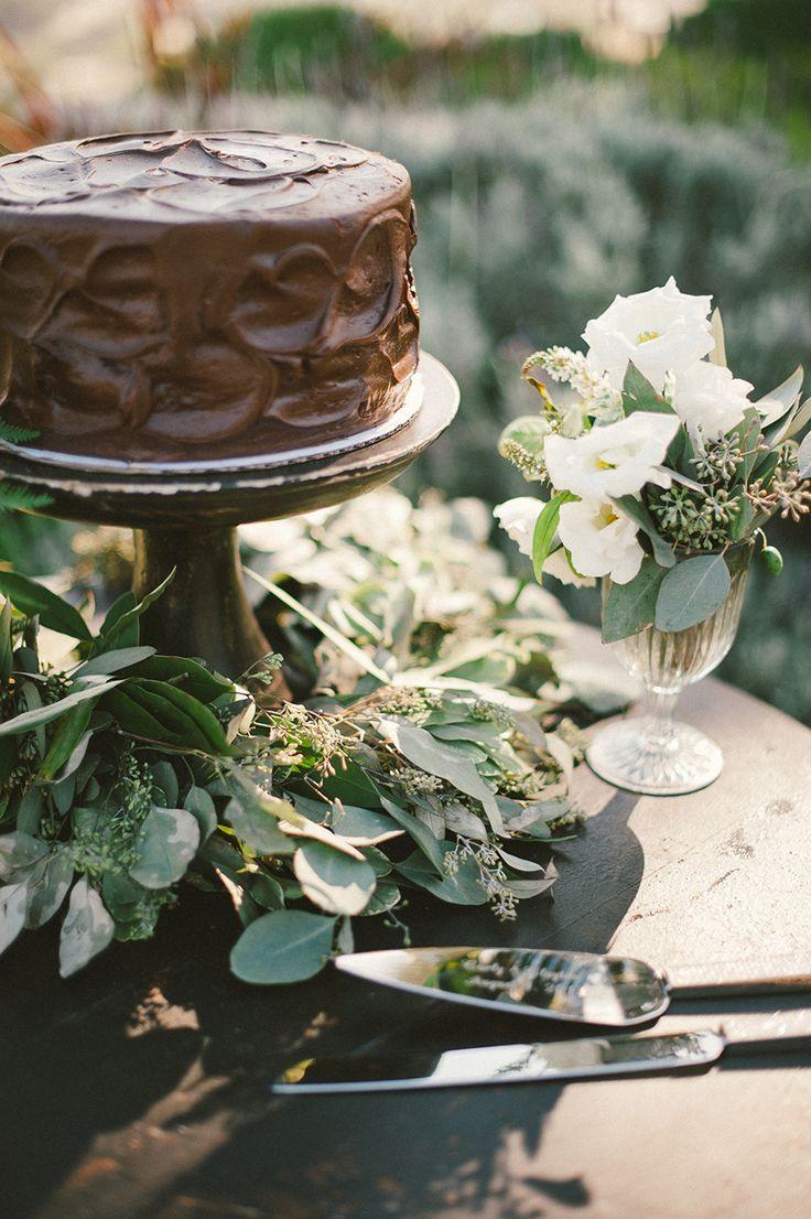 Chocolate Wedding Cake | Photography: Emily Blake Photography