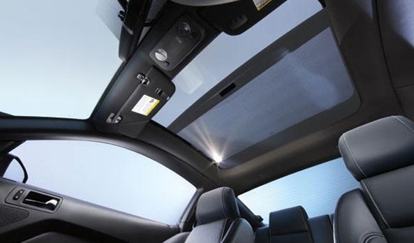 El techo de vidrio disponible en Mustang te lo permite siempre que quieras y más, pues bloquea 96% de los rayos UV, está diseñado para mantener la tranquilidad y una excelente acústica interior. #Ford #Mustang2013