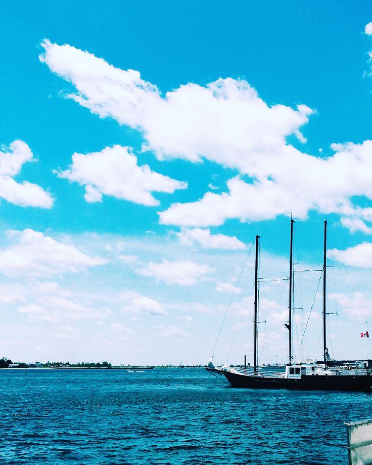 #toronto #canada #harbourfront #blueskies #boat #photography #vsco #discoverontario #ontario