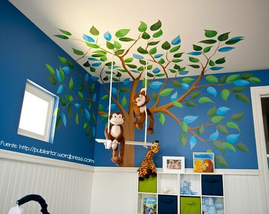 Los dormitorios infantiles son ideales para este tipo de decoración, que en este caso, también toma parte del cielo raso.