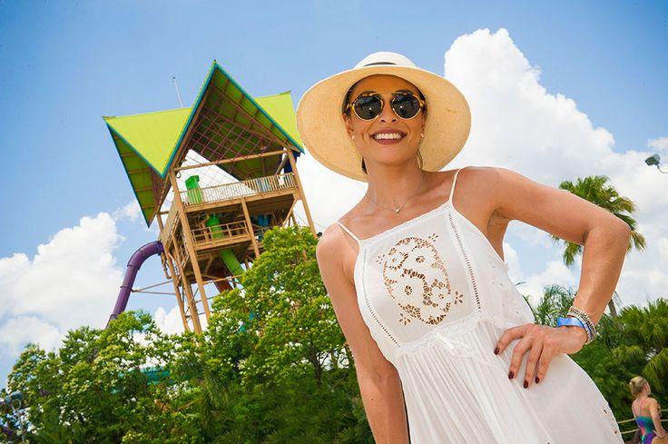 A atriz Juliana Paes aproveitou seus dias de férias na cidade de Orlando, na Flórida, para passar um dia cheio de diversão no Aquatica, o parque de águas do grupo SeaWorld Parks & Entertainment. O mais legal, é que além de seu marido e filhos,...
