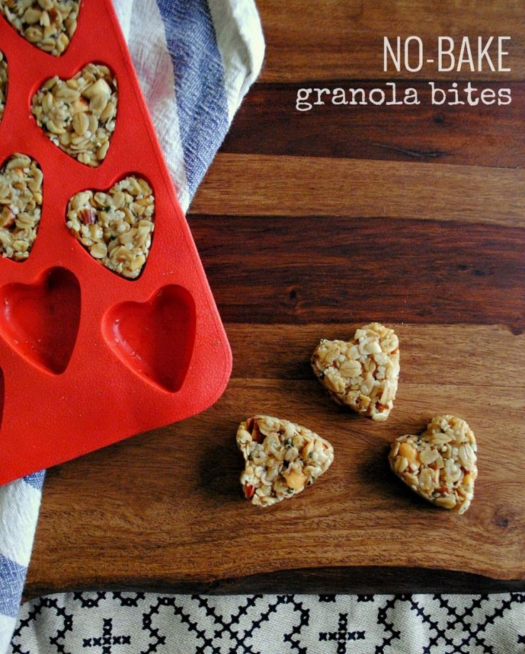 Perfect for tossing into the lunchbox! No-Bake Heart-Shaped Granola Bites | http://www.howaboutcookie.com