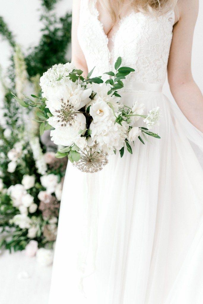 2019 Wedding Flower Trends White Wedding Flowers Wedding Color