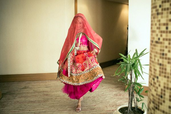must have bridal pose for indian bride in lehenga9