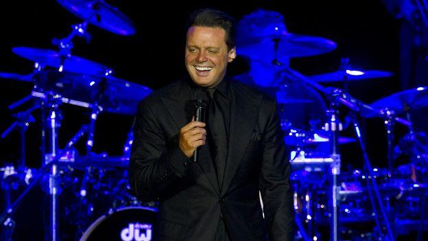 Luis Miguel enfurece a fans al suspender segundo concierto en México | Radio Panamericana