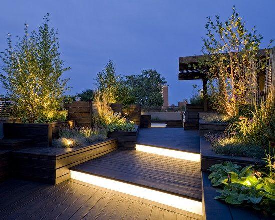 dachterrasse gestaltung treppen leuchtend pflanzen baume topf