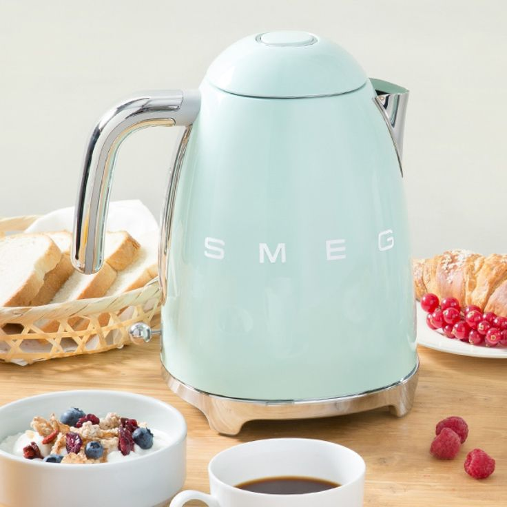 Smeg Electric Tea Kettle - Pastel Green | This 50s inspired smeg tea kettle is a beautiful gift idea for any tea lover!