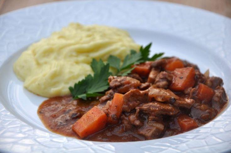 Bøf stroganoff med kartoffel-sellerimos (sund version)
