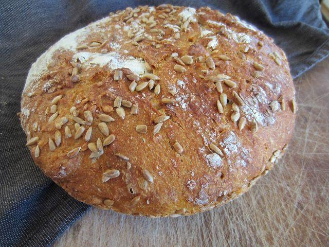 Bread with sunflower seeds. Recepie on my blog: Gunns momsemat