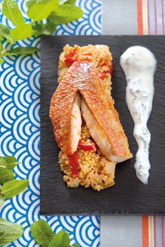 Filets de rouget rôti, couscous au poivron et sauce yaourt-menthe