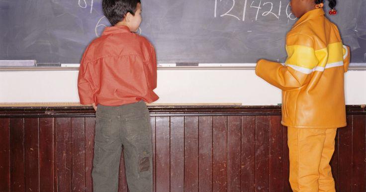 Jogos de raiz quadrada para alunos da 6ª série. Raízes quadradas estão incluídas nos conceitos de matemática avançada que os estudantes começam a aprender após a escola primária. Não só a maneira de calcular a raiz quadrada de um número é difícil, mas até mesmo o conceito em si pode confundir as crianças. Por essa razão, certifique-se de que os estudantes estejam familiarizados com ...