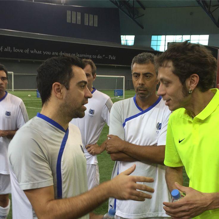 Partita di calcio all'Aspire Dome di Doha: Xavi Hernandez e Valentino