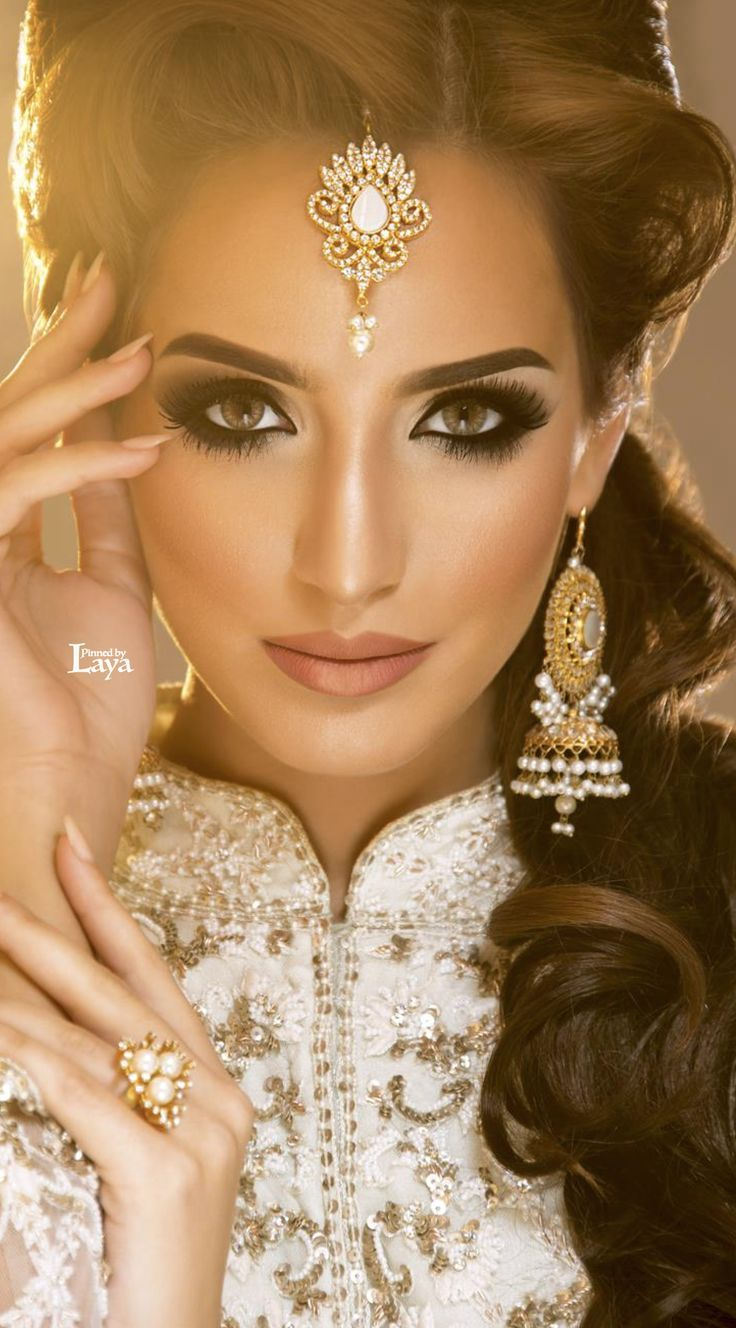 Worst makeup mistakes on your wedding indian bridal diaries - Beautiful Jewelry Minus The Green Contacts Love Her Makeup Hair White Outfit And Jewelry You Are Going To Wear