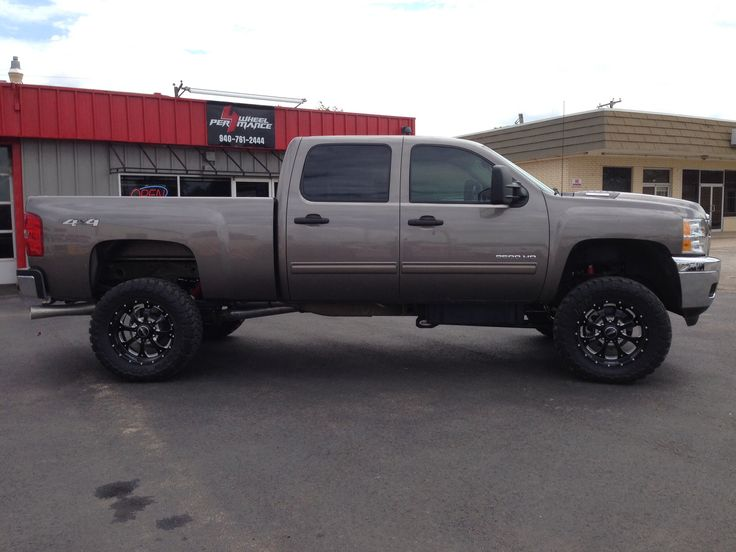 "2010 Chevy 2500HD 4"" Rancho Lift 20"" BMF Wheels 35x12.50R20 Toyo MTs 