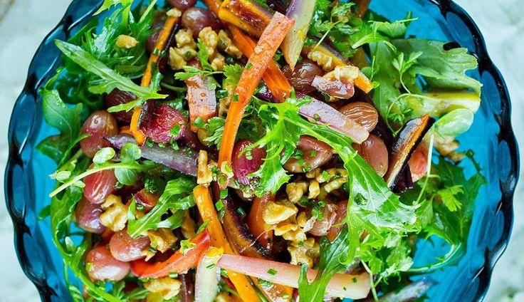 Varm salat med bakte gulrøtter og druer