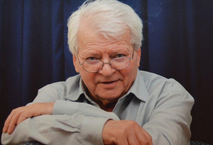 Szabó Gyula a Nemzet Színésze címmel kitüntetett, Kossuth- és kétszeres Jászai Mari-díjas magyar színművész, érdemes és kiváló művész. Lánya Szabó Zsófia színésznő