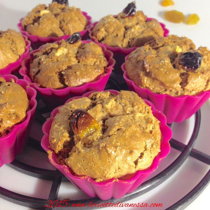 I muffin alla farina di castagne hanno un color marrognolo, sono dolci, friabili ed hanno al loro interno un cuore morbido di uva passa e pere. http://www.lericettedivanessa.com/altre-ricette/muffin-con-farina-di-castagne-senza-glutine #lericettedivanessa #castagne #dolce #pere #uvapassa #senzaglutine #bio #sweet #tagsforlikes #tag #likes #igersfood #instAifb #AIFB #foodporn #foodpic #food #igersancona