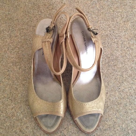 Costume National gold open toe heels. Italy Worn just a few times, these beautiful cracked gold leather heels are super fun and chic. Made in Italy. Size 40 Costume National Shoes Heels