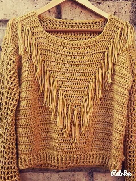 Crochet pullover with western-style fringe and mesh sleeves. Sweter con flecos