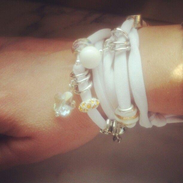 Elastic white. ..#bijoux#accessori#bracelet#charms#madeinitaly#white#etsy#etsyjewelry#depop#instagram#followme#madeinitaly#moda#fashion
