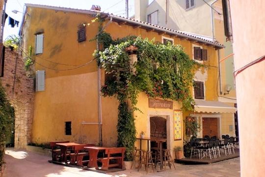 Porec est au centre d'un vaste réseau de stations balnéaires en Istrie.