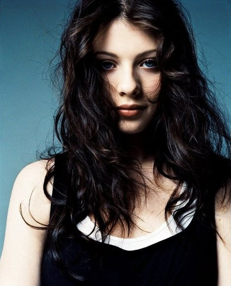 "Michelle Trachtenberg- I've been a fan since Harriet the Spy! She's beautiful, & very distinctive, & she plays both ""hot"" & ""awkward"" very convincingly :)"