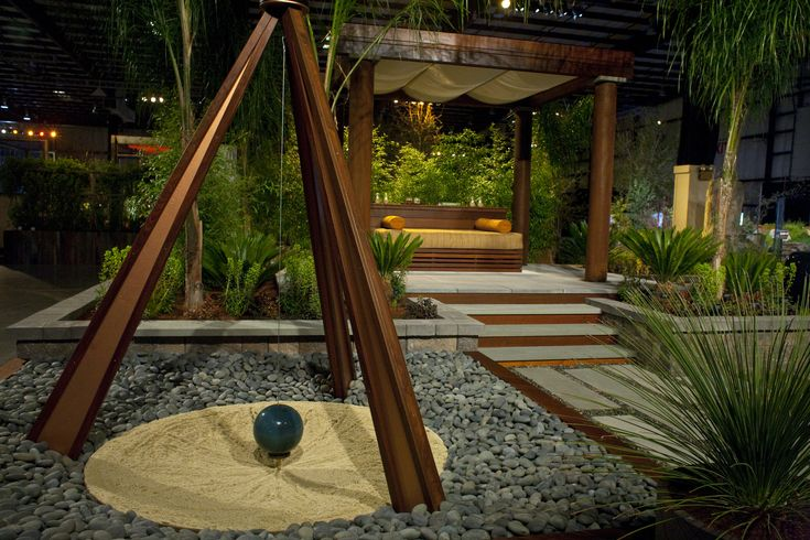 """La Vie en Vert"" Outdoor Environments, Gold Award, Garden Creator Award.  This garden had an interactive sculpture pendulum that draws designs in sand."