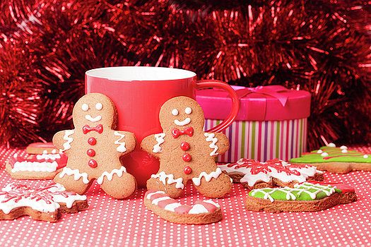 Christmas homemade gingerbread cookies and the Christmas tree by Nadya&Eugene Photography #Christmas #Gingerbread #NadyaEugenePhotography #Christmascookies