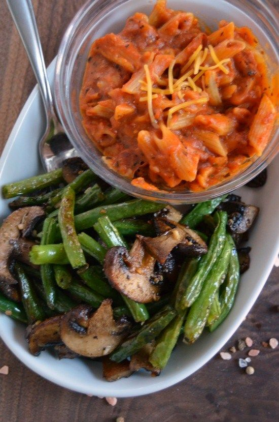 Garlic Roasted Grean Beans and Mushrooms pair perfectly with #LeanCuisine for a healthier lunch! #ad